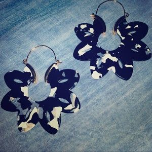 Black gold and white stunning earring!